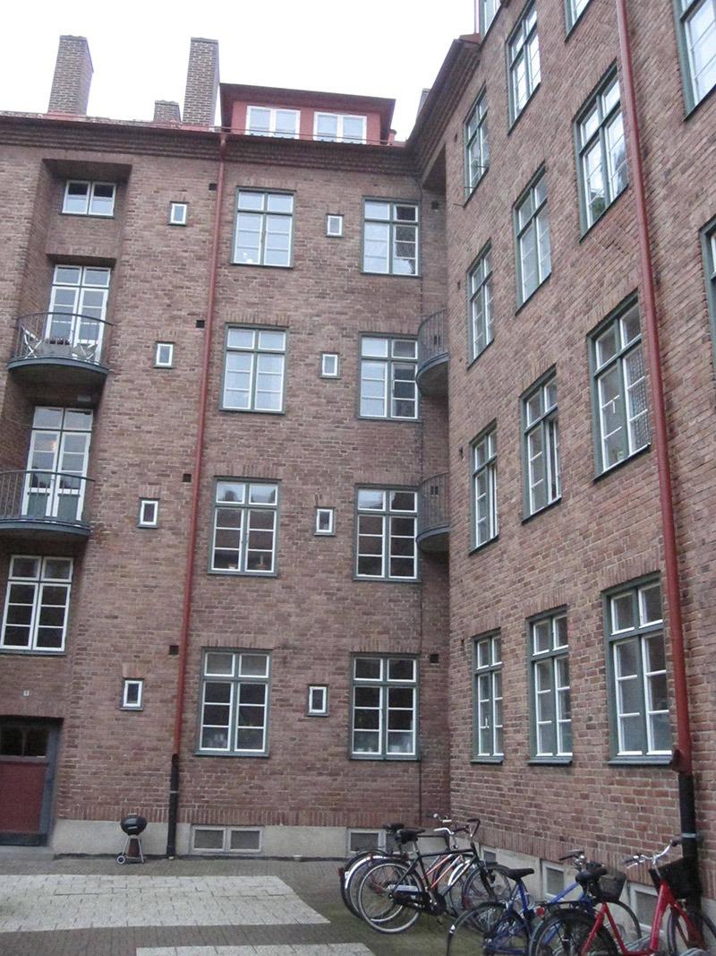 Fasaden från innergården före renovering