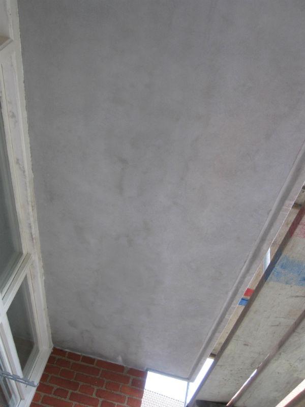 Och i steg sex vid betongrenovering filtas lagningen så att resultatet blir jämnt och snyggt.