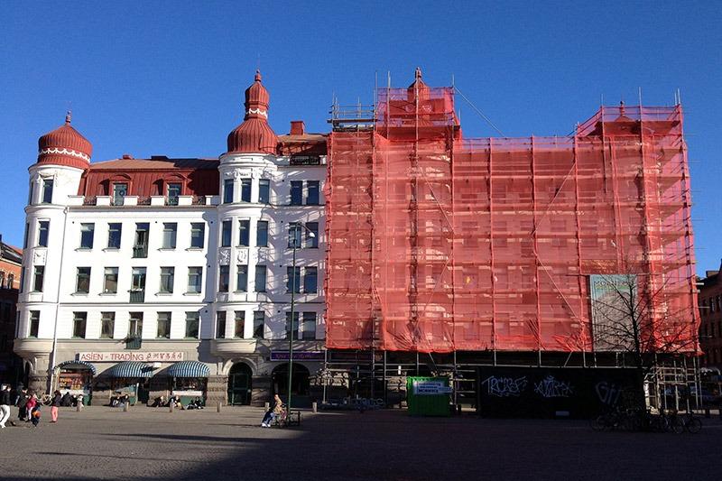Fastigheten på Ystadgatan 2 i Malmö när ställningarna var resta