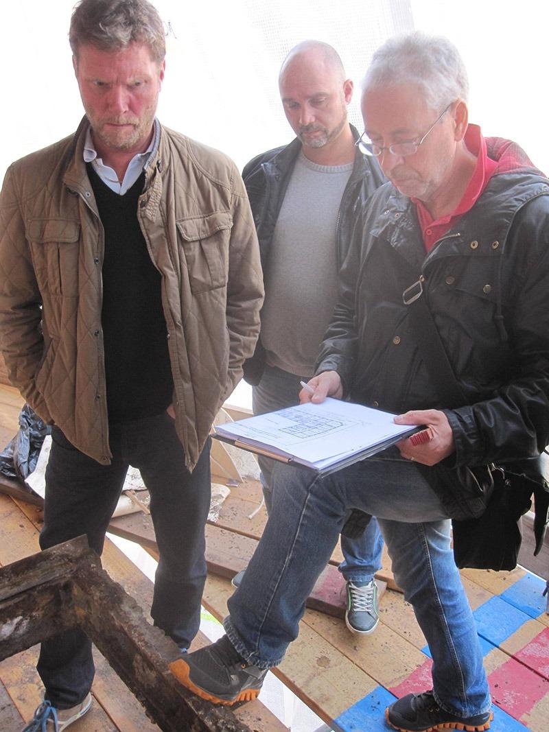 Roland och Peter från Morneons ledning i samråd med extern konstruktör