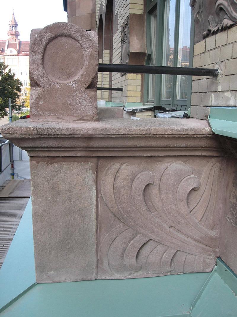 Husargatan renoverad balkong med räcke i smide