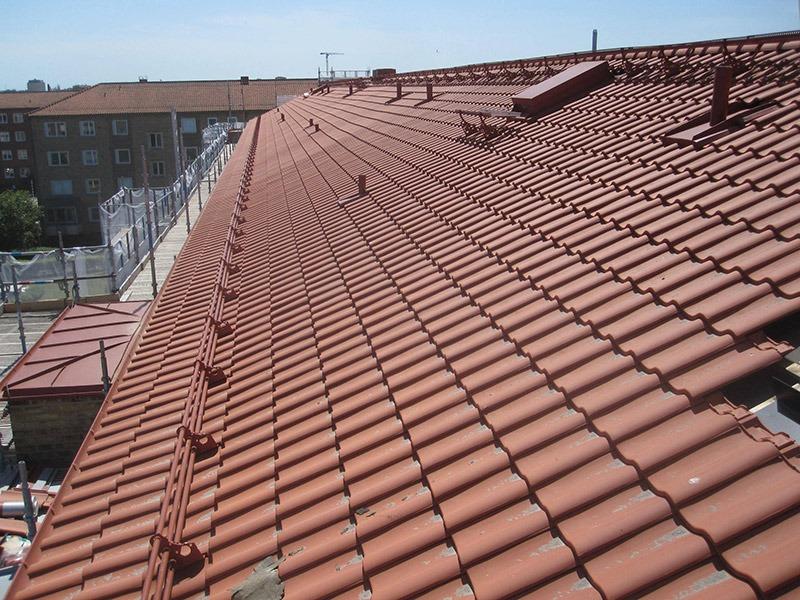 Taket på Brf Manligheten börjar bli klart