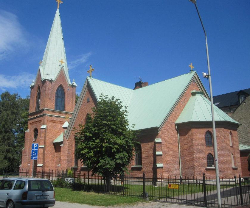 Kyrkan efter fasadrenovering i Landskrona