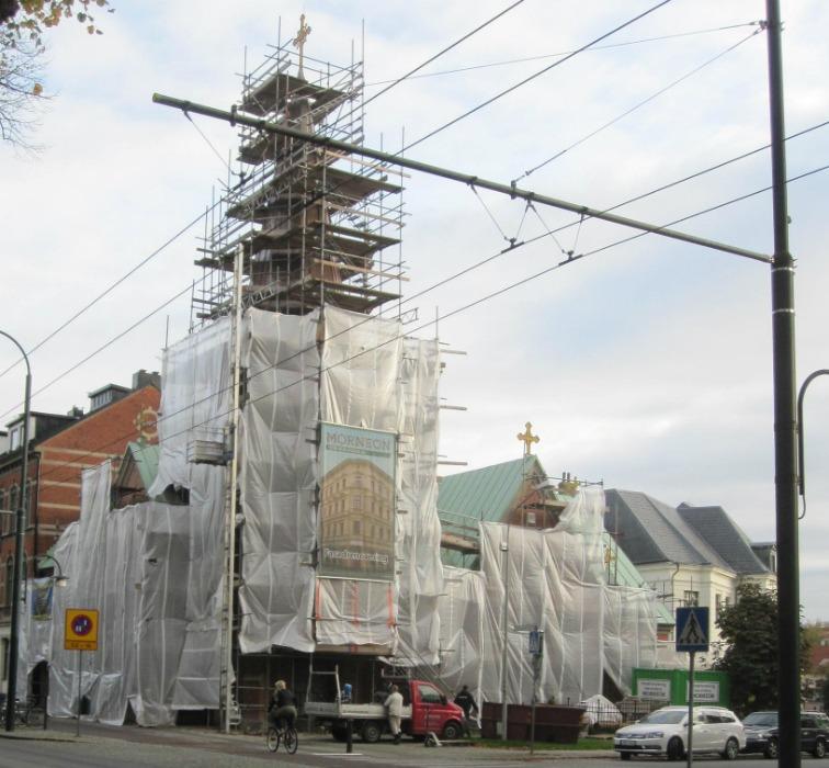 Ställningarna är byggda och kyrkan är redo för fasadrenovering i Landskrona