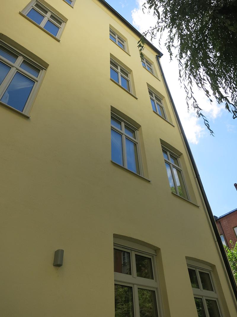Källorna en av fasaderna efter renovering