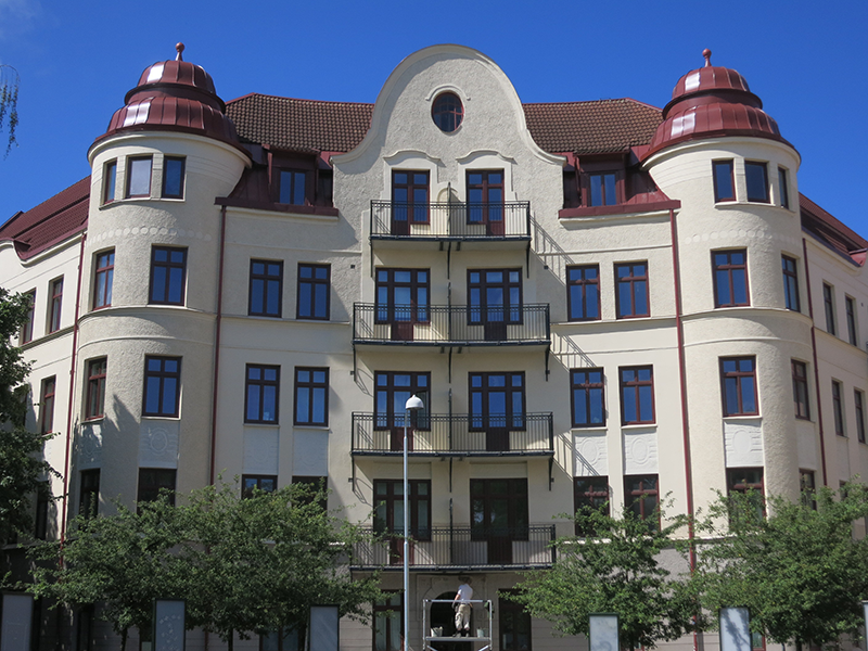 Brf Källorna – den pampiga fasaden mot rondellen