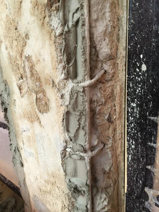 Närbild på utfyllning i samband med fasadrenoviering i helsingborg