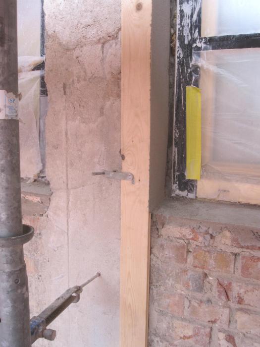 Närbild på en smygbräda i samband med fasadrenovering i helsingborg