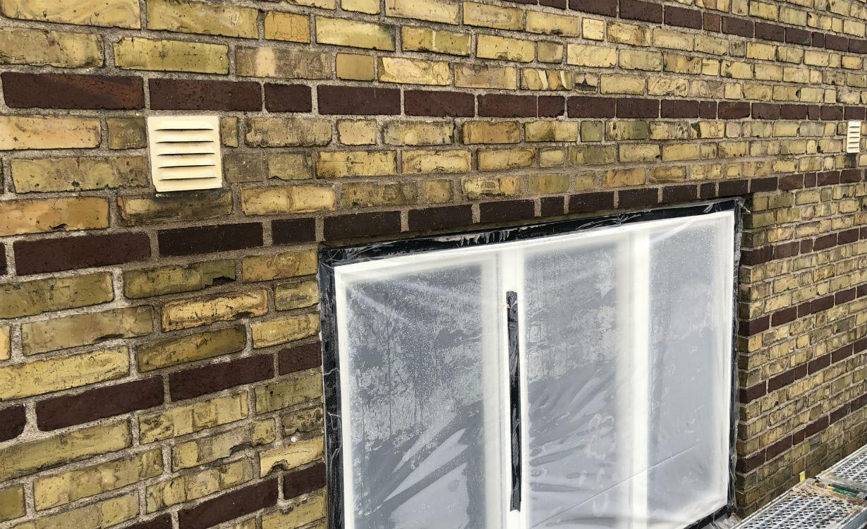 Ett av fönsterpartierna efter renovering av valvet