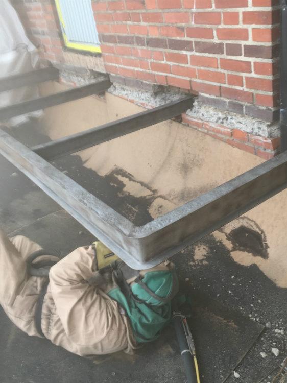 Blästring av balkongbalk